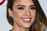 Jessica-alba-big-brows-look-side